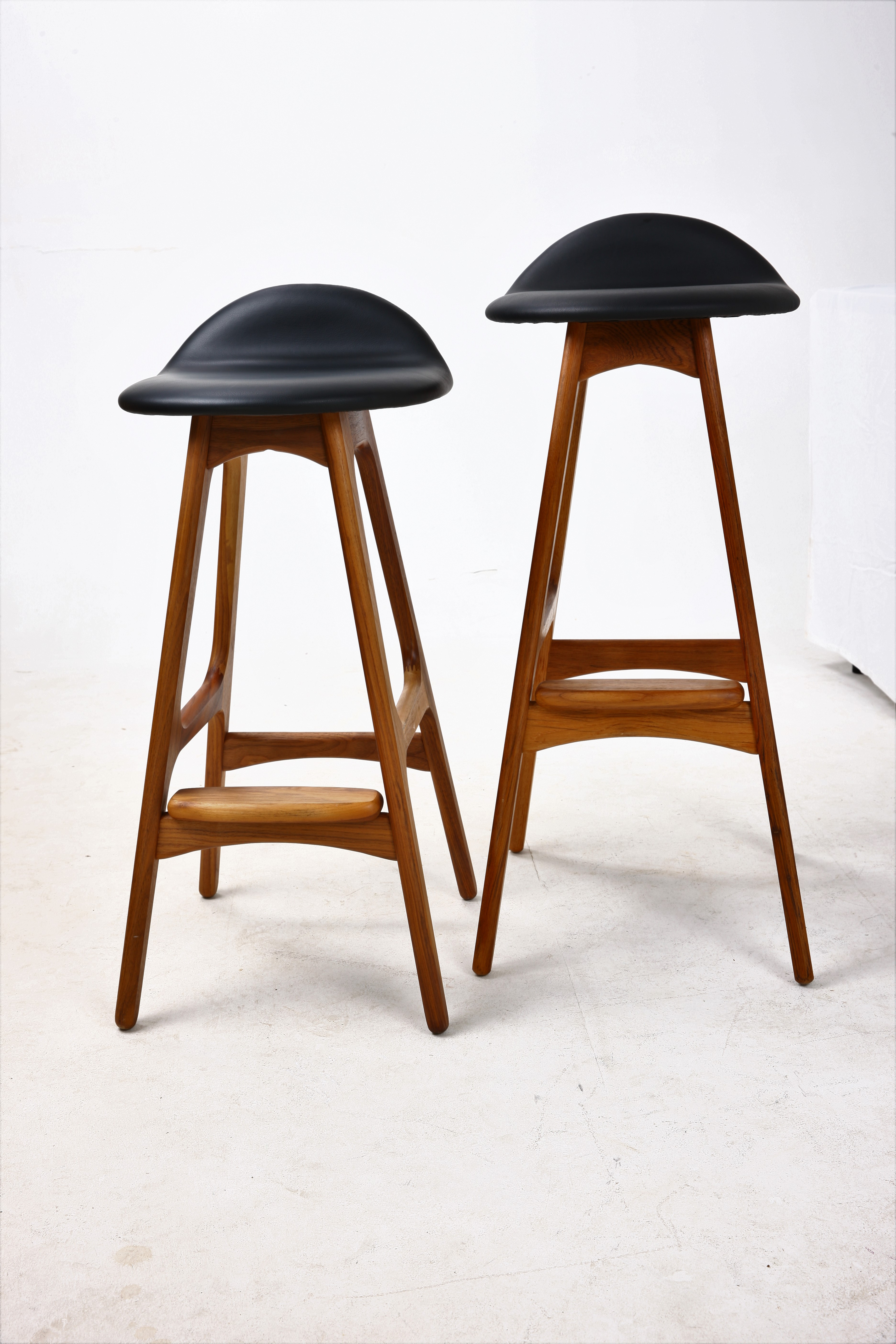 Buch New Bar Breakfast Stool In Teak Amp Black
